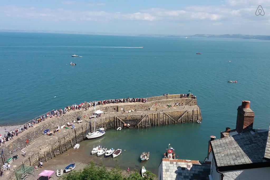 clovelly-harbour